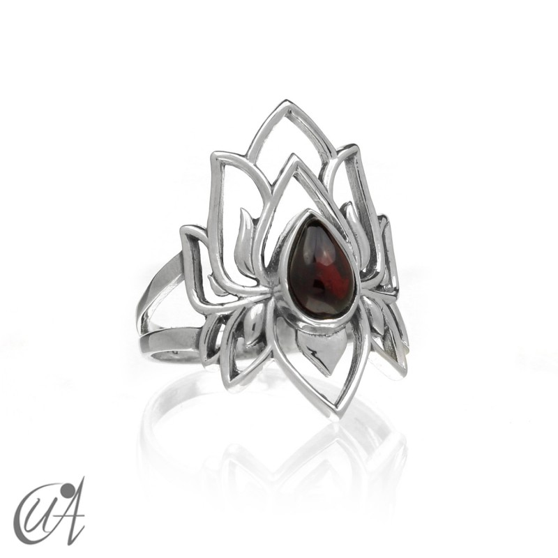 Garnet sterling silver ring, Brahma model