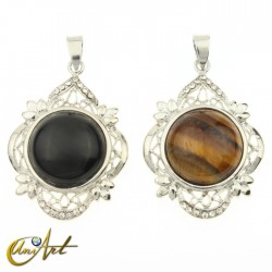 Round gothic pendant