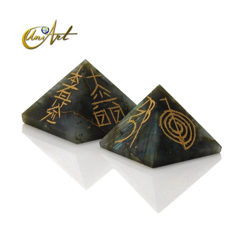 Pyramid with 4 Reiki symbols engraved - Labradorite