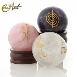 Esfera de cuarzo con símbolos Reiki