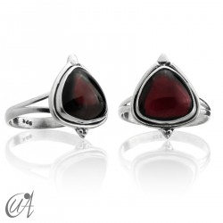 Garnet threshing ring in sterling silver