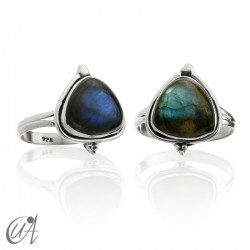 Sterling silver ring with threshing labradorite