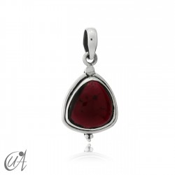 Trillant pendant in silver and garnet