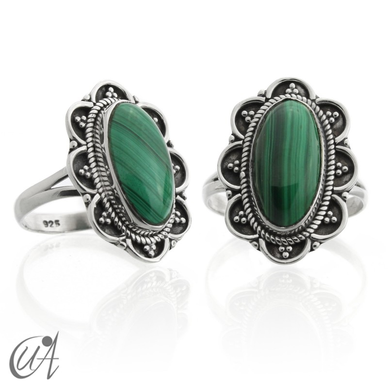 Oval malachite vintage ring with sterling silver