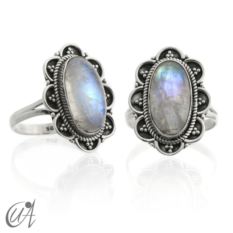 Vintage 925 silver oval ring with moonstone