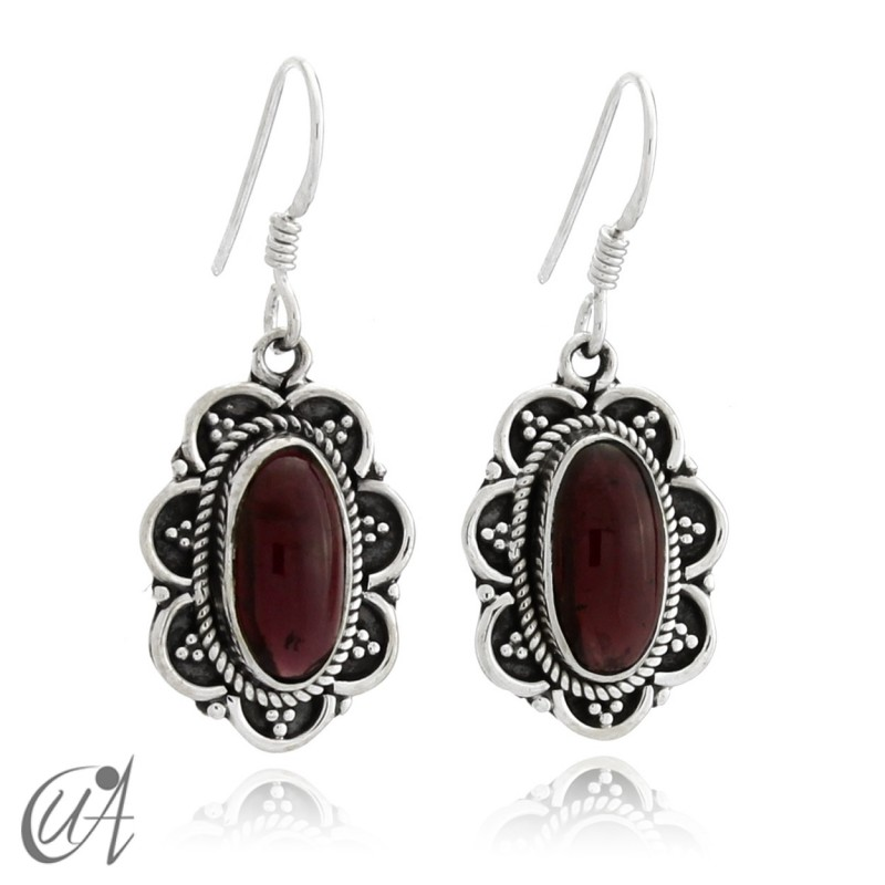 925 Silver with garnet- vintage oval earrings