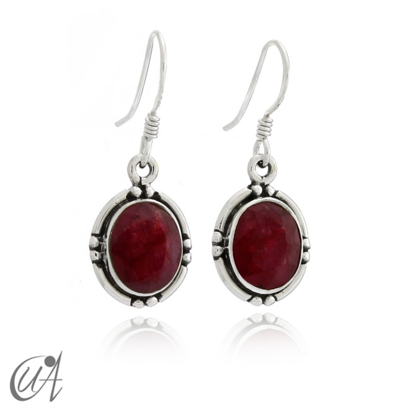 Oval earrings in sterling silver with ruby