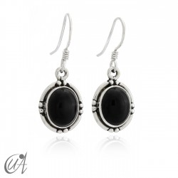 Oval earrings in sterling silver with onyx