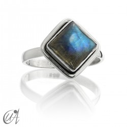Square ring in silver and labradorite