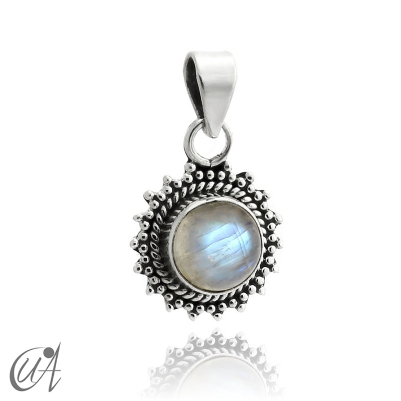 Suno pendant in 925 silver with natural moonstone
