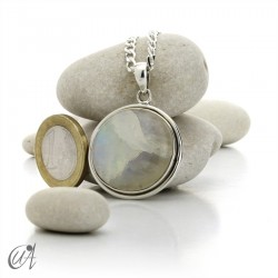 Round pendant in silver and moonstone