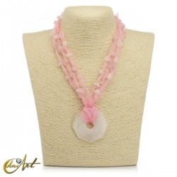 Collar de organza y cuarzo rosa con colgante donut