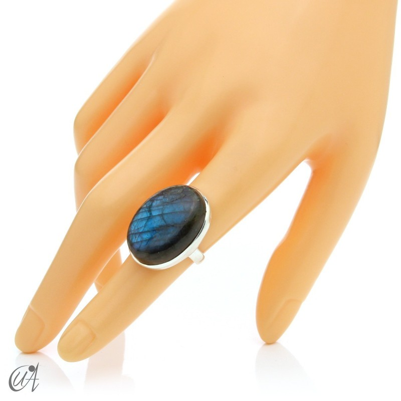 Sterling silver oval ring with labradorite, size 13 model 1