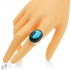 Sterling silver oval ring with labradorite, size 19 model 1