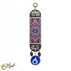 Amuleto ojo turco con alfombra base azul.
