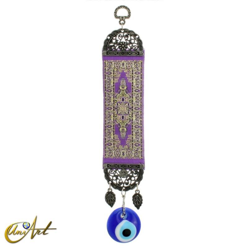 Amuleto ojo turco con alfombra base violeta.