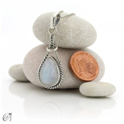 Linked drop pendant in silver 925 and moonstone