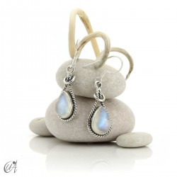 Linked drop earrings in silver and moonstone