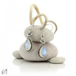 Pendientes gota enlazada en plata y piedra luna