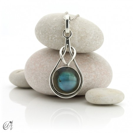 Elo model pendant in sterling silver and labradorite