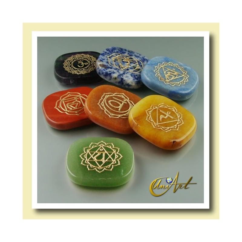 Kit with 7 engraved flat stones for chakra balancing. - model 2 - green quartz