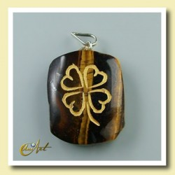 Clover - pendant engraved of tiger eye