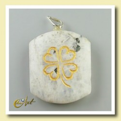 Clover - pendant engraved of moonstone