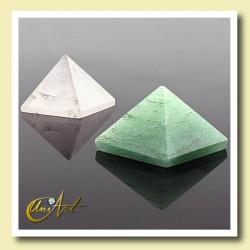1.5 cm quartz pyramid