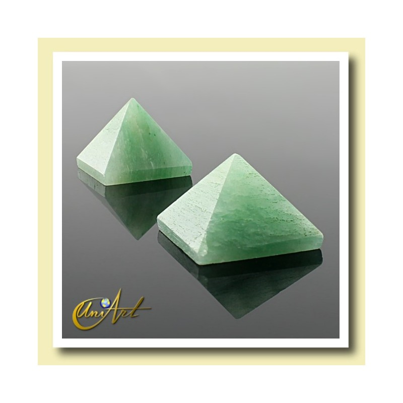 1.5 cm green quartz pyramid