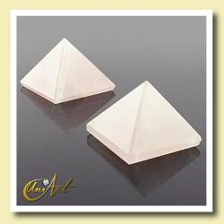 rose quartz pyramid, 2cm
