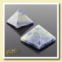 Pyramid of 2 cm of sodalite