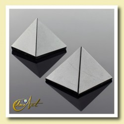 Pyramid of 2 cm of black tourmaline