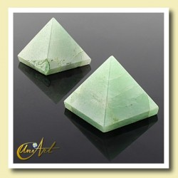 Pyramid 2.5 cm -green  quartz