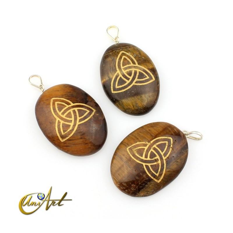 Pendant with the Triquet engraved in tiger eye