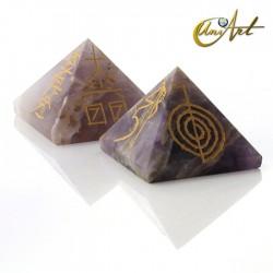 Pirámide de cuarzo con símbolos Reiki - Amatista
