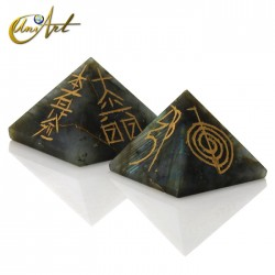 Pyramid with 4 Reiki symbols engraved - Labradorite