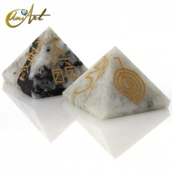 Pyramid with 4 Reiki symbols engraved - Moonstone