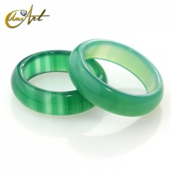 Medium green agate ring