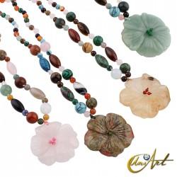 Collar de mezcla de piedras con colgante flor