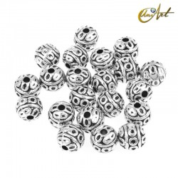 Round beads with circles (13 pcs)